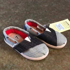 BNWT, Toms, size 7 mixed denim shoes